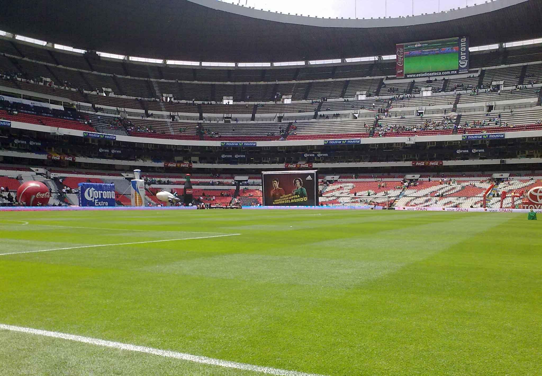 Galeria estadio azteca sports grass for Puerta 1 estadio azteca
