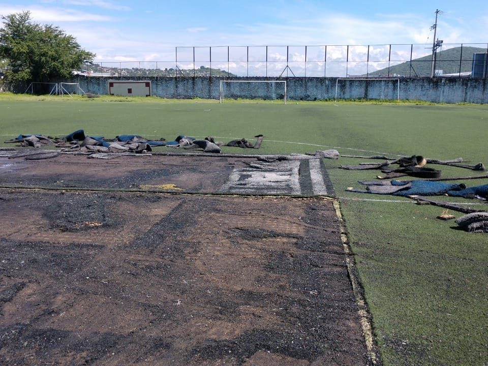 Cancha de fútbol soccer, reparación del círculo central de la cancha y áreas chicas Sports Grass 14